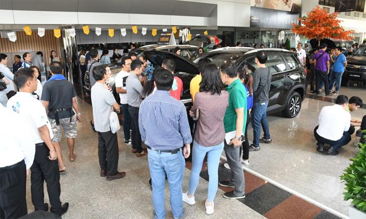 Các đại lý Chevrolet ở thủ đô Bangkok cũng như các tỉnh khác đều tiếp đón lượng khách hàng tăng đột biến sau khi áp dụng mức giảm sâu. Ảnh: Prachachat