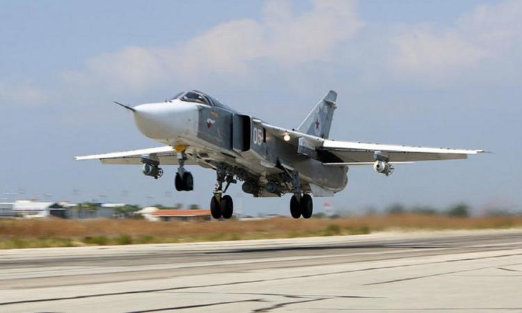 Cường kích Su-24 Nga cất cánh làm nhiệm vụ không kích năm 2017. Ảnh: AFP.