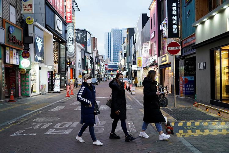 Women wearing masks to prevent contracting the coronavirus walk at Dongseong-ro shopping street in centralDaegu, South Korea February 21, 2020. REUTERS/Kim Hong-Ji