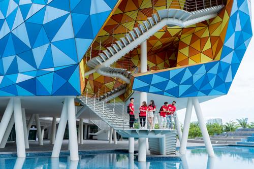 Cơ sở BUV với trang thiết bị dạy và học hiện đại cùng kiến trúc với chỉ dẫn thiết kế mang tính biểu tượng của 4IR.