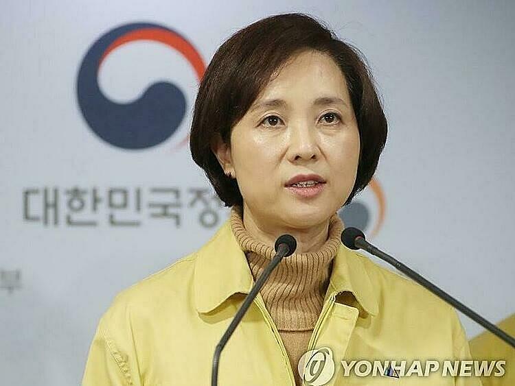 Bộ trưởng Bộ Giáo dục Yoo Eun-hae tại cuộc họp báo tại thủ đô Seoul ngày 23/2. Ảnh: Yonhap.