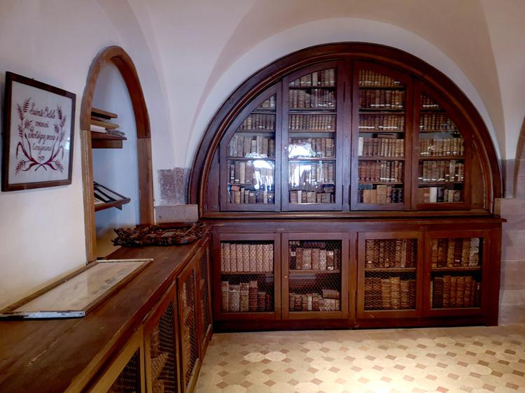 Thư viện tại tu viện Mont Sainte-Odile. Ảnh: Benoît Morenne.