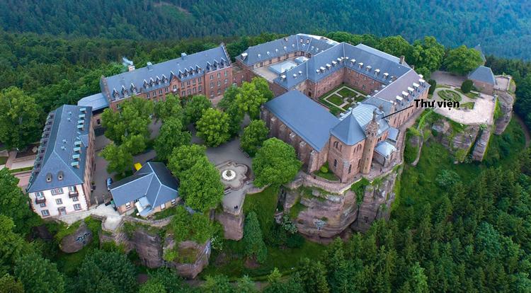 Được thành lập từ năm 690, tu viện Mont Sainte-Odile nằm trên đỉnh núi cao hơn 700 m. Ảnh: Cabinet Magazine.