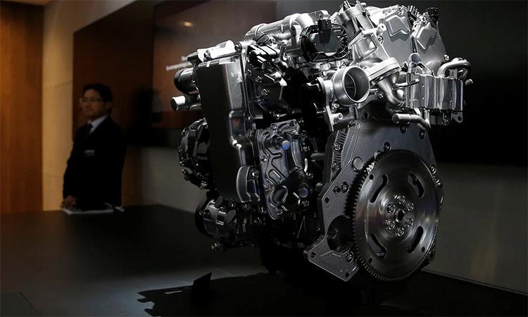Động cơ Skyactiv-X của Mazda giới thiệu tại một sự kiện ở Tokyo Motor Show. Ảnh: Reuters.