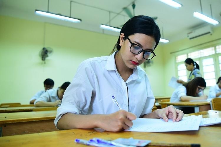 Thí sinh tham dự kỳ thi THPT quốc gia 2017 tại Hà Nội. Ảnh: Giang Huy