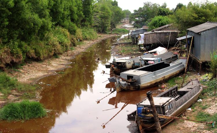 Ảnh hưởng của hạn mặn, nhiều con kênh ở huyện Trần Văn Thời (Cà Mau) đang cạn