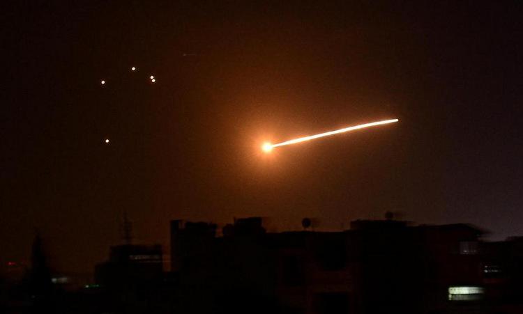 Phòng không Syria đánh chặn đợt không kích của Israel. Ảnh: SANA.