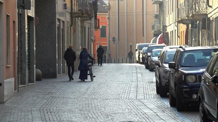 Thành phố Codogno, miền Bắc Italy vắng vẻ sau lệnh hạn chế di chuyển của chính quyền. Ảnh: Reuters