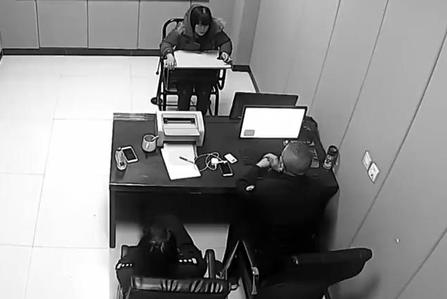 Phương không chịu khai báo tại cơ quan điều tra. Ảnh: CCTV.