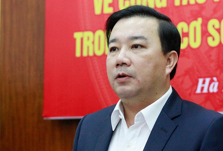 Giám đốc Sở Giáo dục và Đào tạo Chử Xuân Dũng chủ trì cuộc họp trực tuyến chiều 25/2. Ảnh: Dương Tâm