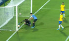Thủ môn Uruguay ghi bàn cho Brazil