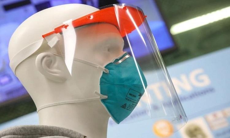Tấm che mặt 3D bảo vệ y bác sĩ khỏi lây nhiễm nCoV