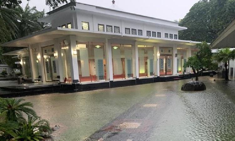 Phủ tổng thống Indonesia bị ngập hôm nay. Ảnh: Phủ tổng thống Indonesia.
