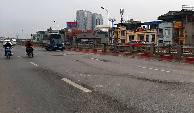Hà Nội rào chắn để sửa chữa cầu Vĩnh Tuy