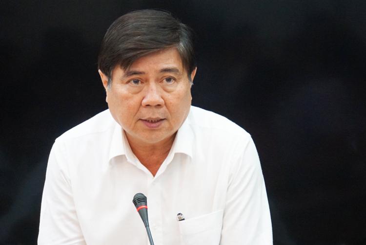 Chủ tịch UBND TP HCM Nguyễn Thành Phong chủ trì cuộc họp tối 25/2. Ảnh: Mạnh Tùng.