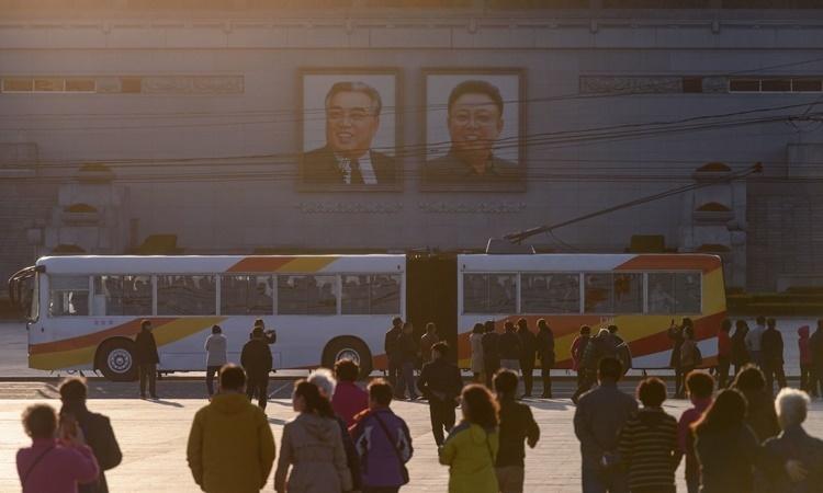 Du khách tới thăm Quảng trường Kim Nhật Thành hồi tháng 4 năm ngoái. Ảnh: AFP.