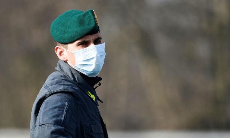 Cảnh sát tại Italy ngày 26/2. Ảnh: AFP.