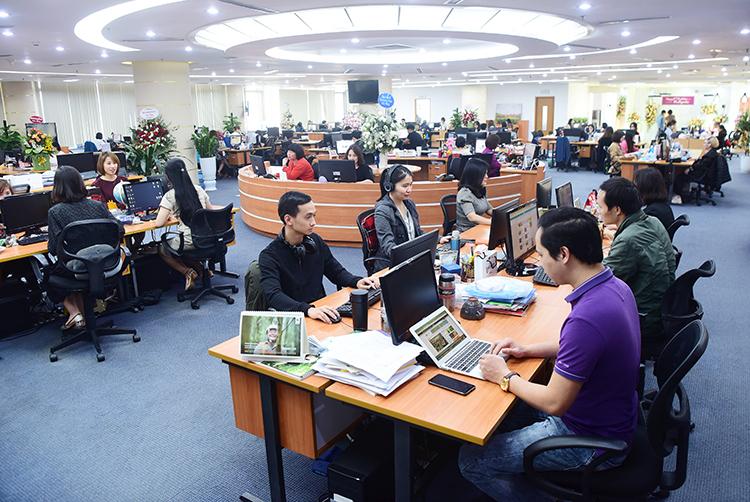 Không gian làm việc mở tại trụ ở Hà Nội của Tòa soạnVnExpress. Ảnh: Giang Huy.