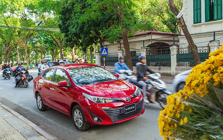 Một mẫu Toyota Vios lăn bánh tại Hà Nội. Ảnh: Toyota