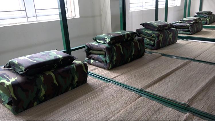 Bộ Tư lệnh quân khu thủ đô chuẩn bị cơ sở cách ly tập trung người đi từ vùng có dịch về Việt Nam. Ảnh: Dũng Nguyễn.