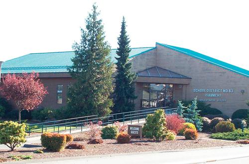 Saanich School District có ba trường trung học, mỗi trường đều có những chương trình học thuật khác nhau.