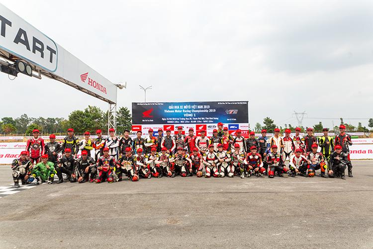 Các tay đua tại VMRC 2019, giải đua được tài trợ bởi Honda Việt Nam.