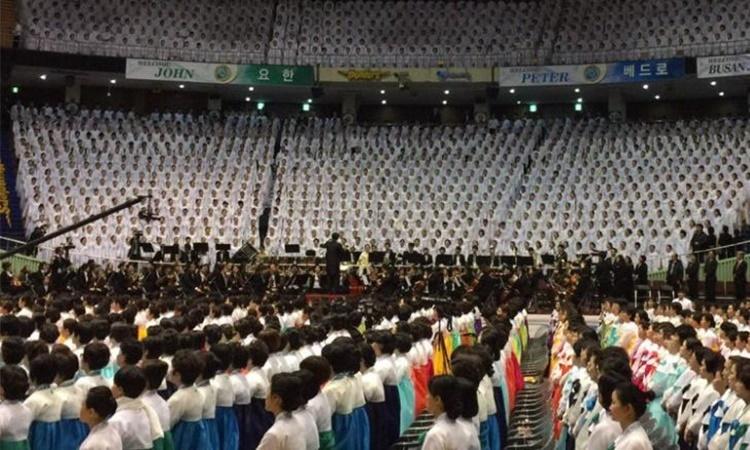 Một buổi lễ cầu nguyện của Tân Thiên Địa. Ảnh: Jonjon TV.