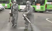 Phun thuốc khử trùng hàng trăm xe buýt