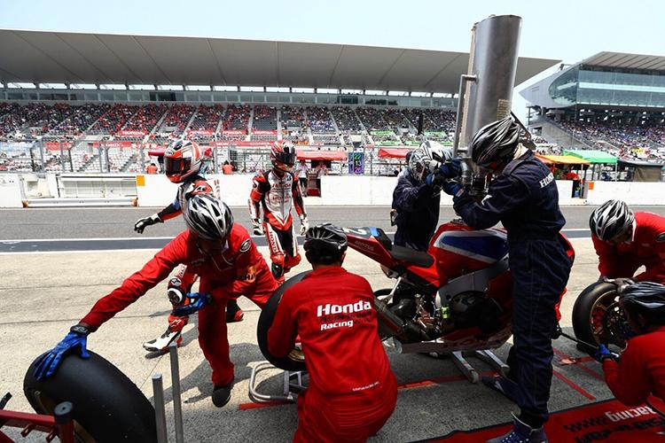 Kỹ thuật viên của Honda Racing Vietnam tham dự đội hình kỹ thuật của giải đấu sức bền Sepang 8 Hours và Suzuka 8 Hours..