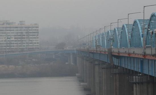 Cầu Dongjak bắcquasông Hàn ở thủ đô Seoul, Hàn Quốc. Ảnh: Yonhap