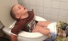 Những tư thế ngủ không cần quy củ của nhóc tì