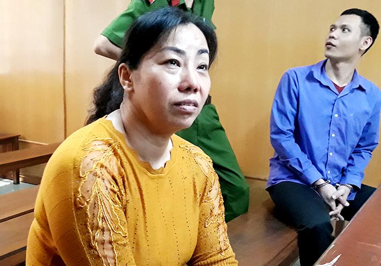 Bị cáo Mai nhiều lần khóc tại tòa. Ảnh: Hải Duyên.