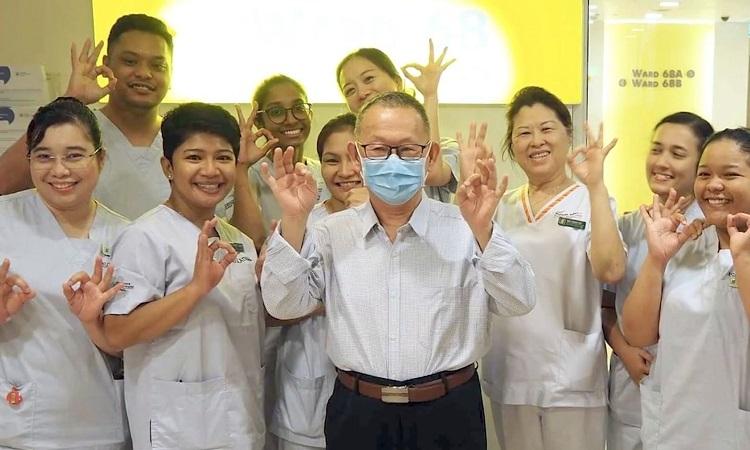 Bệnh nhân đầu tiên khỏi bệnh ở Singapore hôm 19/2. Ảnh: LianheZaobao.