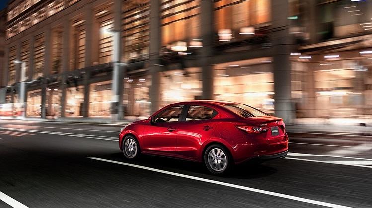 VnExpress Mazda2 phiên bản màu đỏ.