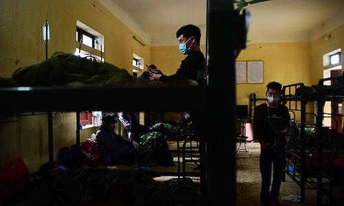 Cách ly trong doanh trại gần 1.100 người về từ Hàn Quốc