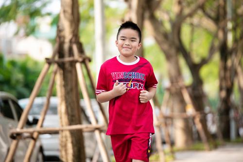 Ngay từ ngày đầu tiên, thử thách chạy đã thu hút gần 1.000 phụ huynh, học sinh và cán bộ nhân viên, giáo viên Vinschool tham gia chạy, đạt gần 3.000 km.