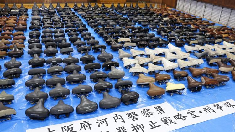 Số lượng yên xe được tìm thấy lên tới 5.800 chiếc. Ảnh: Kyodo News.