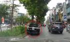 Tài xế lái ôtô diễn xiếc trên phố Hà Nội