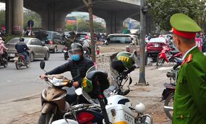 Hàng trăm xe máy đi ngược chiều