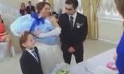 Cô dâu thất thần sau khi chú rể chấp nhận hai đứa con riêng