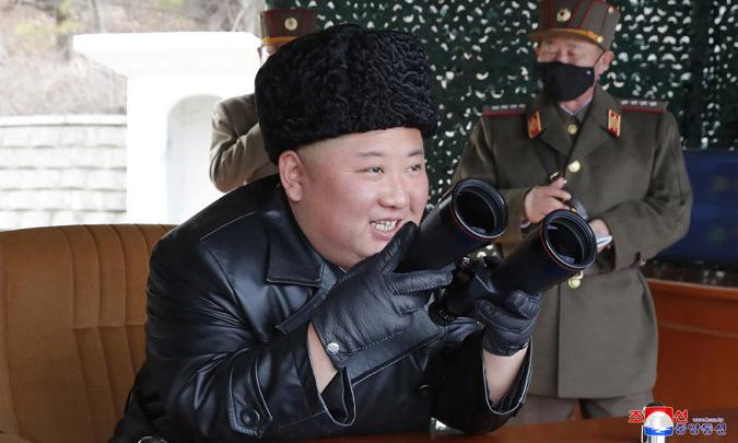 Kim Jong-un thị sát cuộc tập trận hôm 2/3. Ảnh: KCNA.