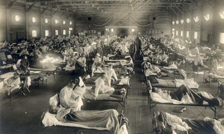 Một bệnh viên quân đội chật cứng bệnh nhân bị cúm Tây Ban Nha tại bang Kansas năm 1918. Ảnh: Washington Post.