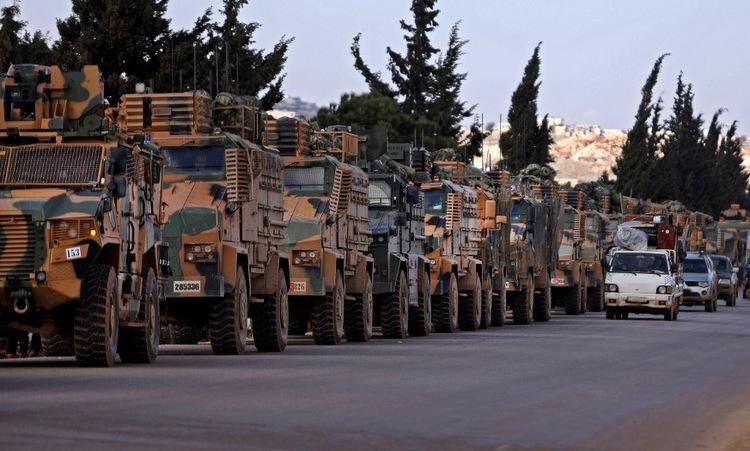 Đoàn xe thiết giáp Thổ Nhĩ Kỳ gần biên giới với Syria hôm 2/3. Ảnh: AFP.
