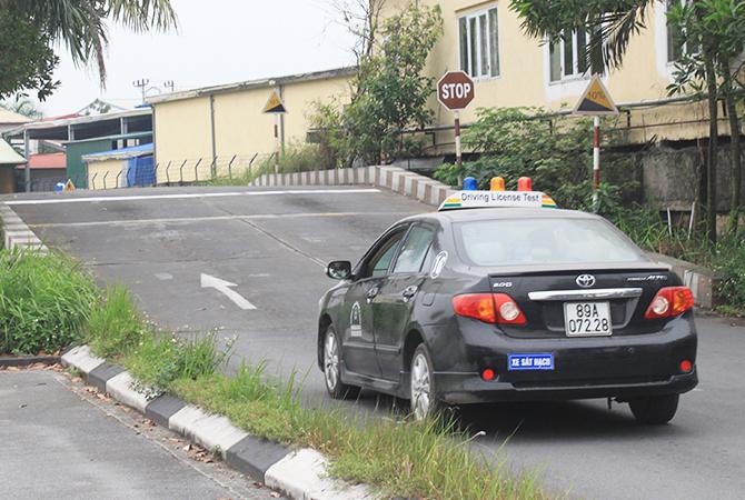 Sát hạch lái xe tại Gia Lâm, Hà Nội. Ảnh: Anh Duy