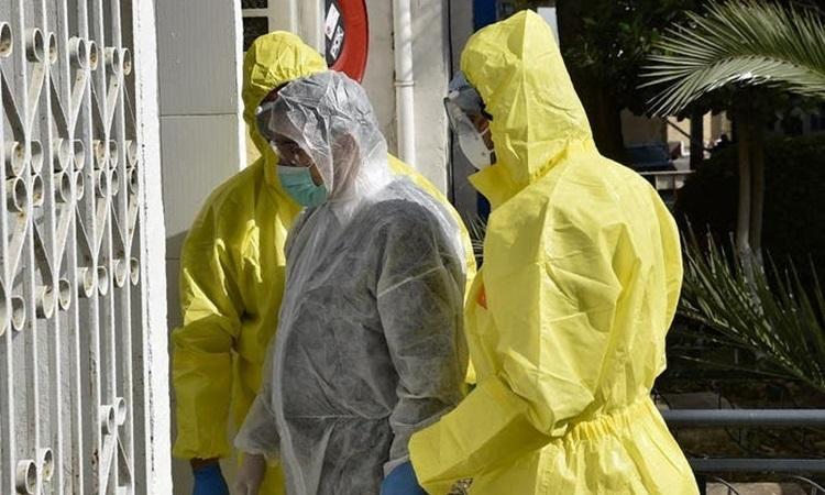 Nhân viên y tế Algeria tại đơn vị đặc biệt điều trị các ca nhiễm nCoV thuộc bệnh viện El-Kettar ở thủ đô Algiers hôm 26/2. Ảnh: AFP.