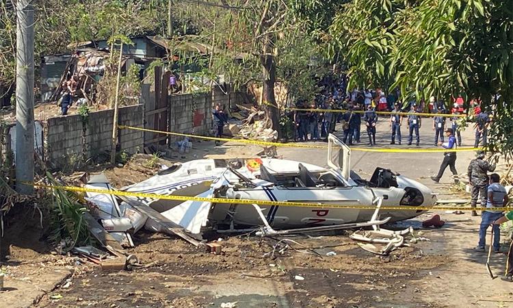 Hiện trường vụ tai nạn trực thăng ởtỉnh Laguna, Philippines sáng nay. Ảnh: AP.