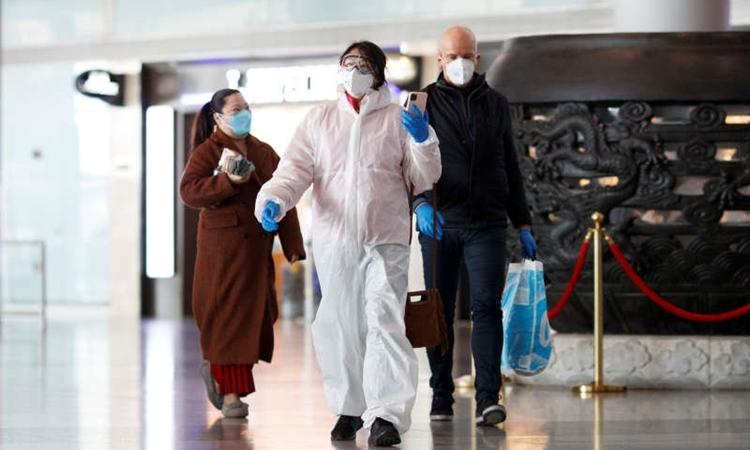 Hành khách hạ cánh tại sân bay Thủ đô Bắc Kinh ngày 4/3. Ảnh: Reuters.