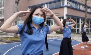 Giáo viên nhảy 'Ghen Cô Vy'