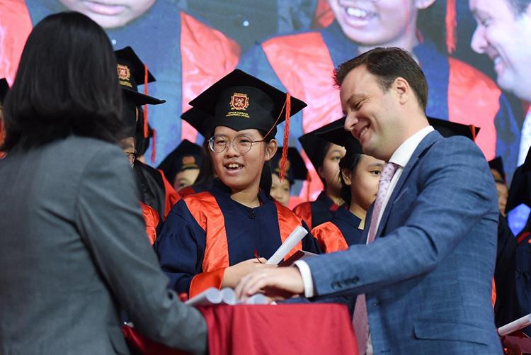 Hơn 90% học sinh của trường được chấp nhận và đạt học bổng vào các trường trên thế giới.