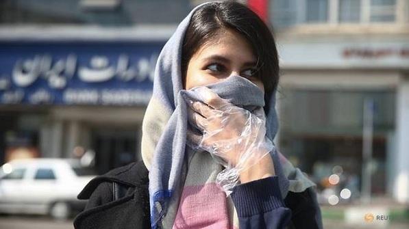 Người dân Iran trùm khăn, đeo găng tay khi ra đường trong mùa dịch. Ảnh: West Asia News Agency/Nazanin Tabatabaee.